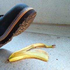 """עו""""ד תאונות עבודה–  איך תבטיחו שלא תיפלו בין הכיסאות?"""